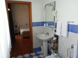 Borgonuovo, Hotels  Marene - big - 4