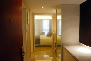 Xi'an Qu Jiang Yin Zuo Hotel, Hotely  Xi'an - big - 11
