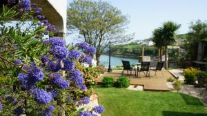 Portmellon Cove Guest House, Bed and breakfasts  Mevagissey - big - 3