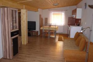 Penzion Tatry, Appartamenti  Veľká Lomnica - big - 6
