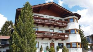 Kreuzhof, Bed and Breakfasts  Seefeld in Tirol - big - 40