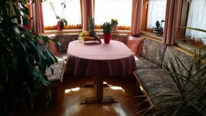 Kreuzhof, Bed and Breakfasts  Seefeld in Tirol - big - 24