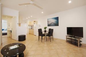 Marlin Waters Beachfront Apartments, Aparthotels  Palm Cove - big - 11