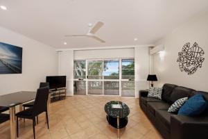 Marlin Waters Beachfront Apartments, Aparthotels  Palm Cove - big - 7
