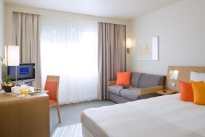 Pokoj typu Standard s manželskou postelí velikosti Queen a rozkládací pohovkou pro jednu osobu