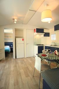 Camping Bella Italia, Комплексы для отдыха с коттеджами/бунгало  Пескьера-дель-Гарда - big - 32