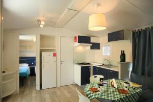 Camping Bella Italia, Комплексы для отдыха с коттеджами/бунгало  Пескьера-дель-Гарда - big - 30