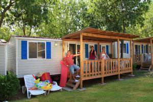 Camping Bella Italia, Комплексы для отдыха с коттеджами/бунгало  Пескьера-дель-Гарда - big - 34