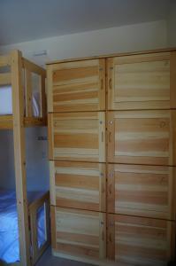Cama en habitación compartida de 8 camas