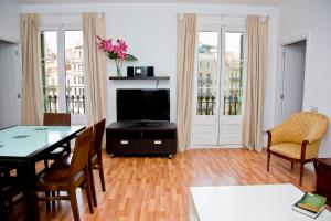 Claris Apartments, Apartments  Barcelona - big - 49