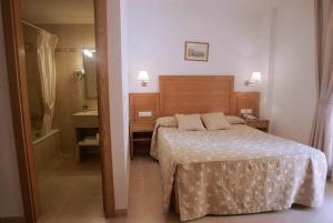 Hotel Goartín, Отели  Малага - big - 23