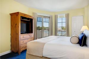 King Suite with Balcony and Spa Bath