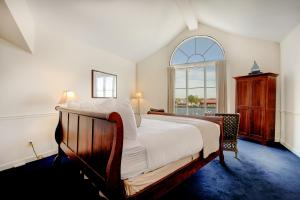Waterfront Jacuzzi King Room