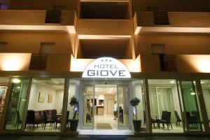 Hotel Giove, Отели  Чезенатико - big - 48