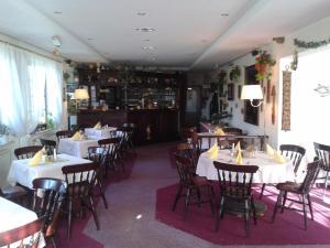 Hotelpension Schwalbennest, Guest houses  Benz - big - 33