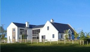 Clondanagh B&B and Farm-on-the-Lake, Bed and breakfasts  Tulla - big - 38