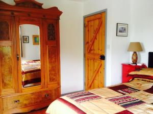 Clondanagh B&B and Farm-on-the-Lake, Bed & Breakfasts  Tulla - big - 12