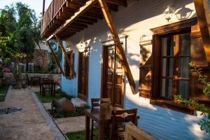 Courtyard, Hotel  Kalkan - big - 42