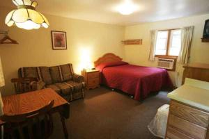 Queen Room with Kitchenette - Room 3