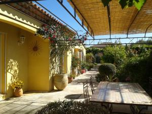 Aux Amandiers, Bed and breakfasts  Fréjus - big - 19