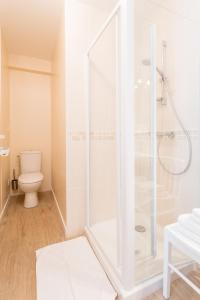 Arromanches Villa Tracy, Affittacamere  Arromanches-les-Bains - big - 41
