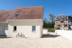 Arromanches Villa Tracy, Affittacamere  Arromanches-les-Bains - big - 57