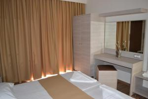 Karavos Hotel Apartments, Aparthotels  Archangelos - big - 51