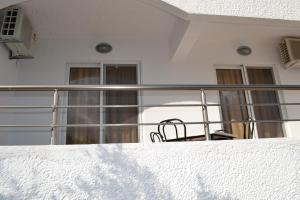 Karavos Hotel Apartments, Aparthotels  Archangelos - big - 45