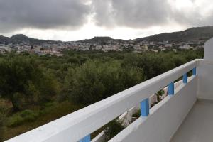 Karavos Hotel Apartments, Aparthotels  Archangelos - big - 47