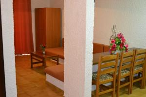 Karavos Hotel Apartments, Aparthotels  Archangelos - big - 58