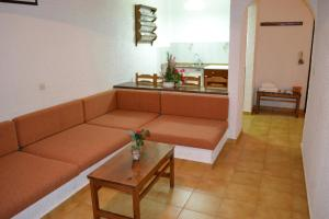 Karavos Hotel Apartments, Aparthotels  Archangelos - big - 14
