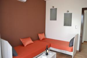 Karavos Hotel Apartments, Aparthotels  Archangelos - big - 13
