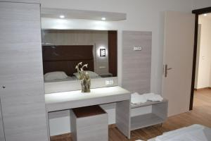 Karavos Hotel Apartments, Aparthotels  Archangelos - big - 12