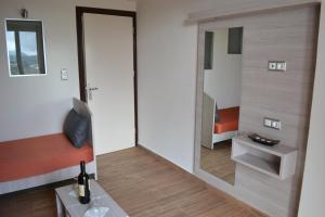 Karavos Hotel Apartments, Aparthotels  Archangelos - big - 3