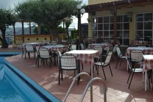 Karavos Hotel Apartments, Aparthotels  Archangelos - big - 69