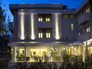 Hotel Nives, Отели  Риччоне - big - 37