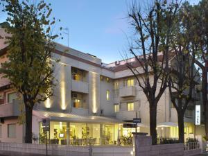 Hotel Nives, Hotely  Riccione - big - 32