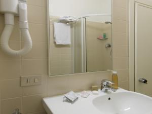 Hotel Nives, Отели  Риччоне - big - 20