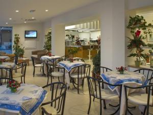 Hotel Nives, Hotel  Riccione - big - 38