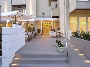 Hotel Nives, Отели  Риччоне - big - 30