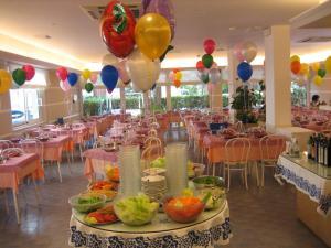 Hotel Nives, Отели  Риччоне - big - 28