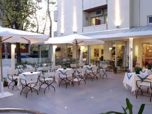 Hotel Nives, Отели  Риччоне - big - 26