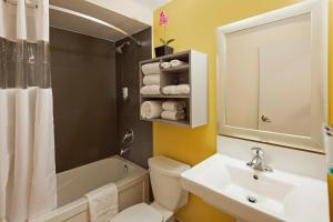 Canadas Best Value Inn Toronto, Motelek  Toronto - big - 14