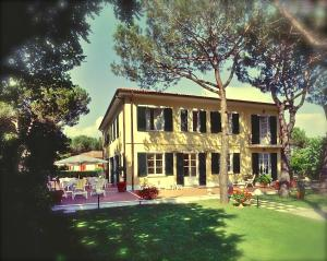 Hotel Villa Fiorisella, Szállodák  Marina di Massa - big - 27