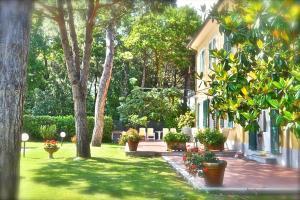 Hotel Villa Fiorisella, Szállodák  Marina di Massa - big - 29