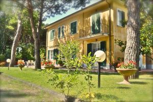 Hotel Villa Fiorisella, Szállodák  Marina di Massa - big - 28