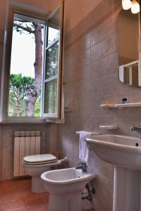 Hotel Villa Fiorisella, Szállodák  Marina di Massa - big - 13