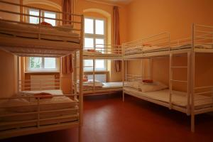 Six-Bedroom with Shared Bathroom