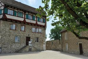 Dachsen am Rheinfall Youth Hostel