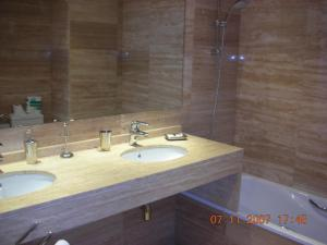 Two-Bedroom Apartment - Carrer Calabria